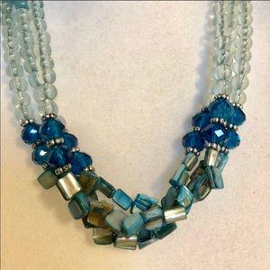 Jewelry - 🎀Beautiful statement necklace euc